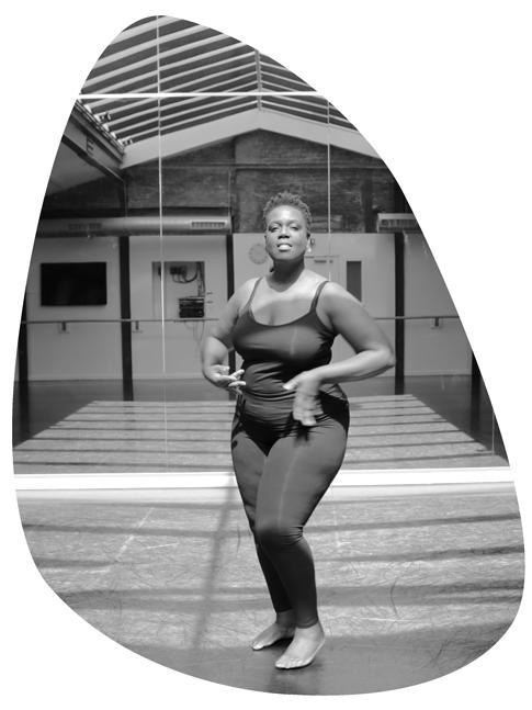 Mayanick danse en noir et blanc